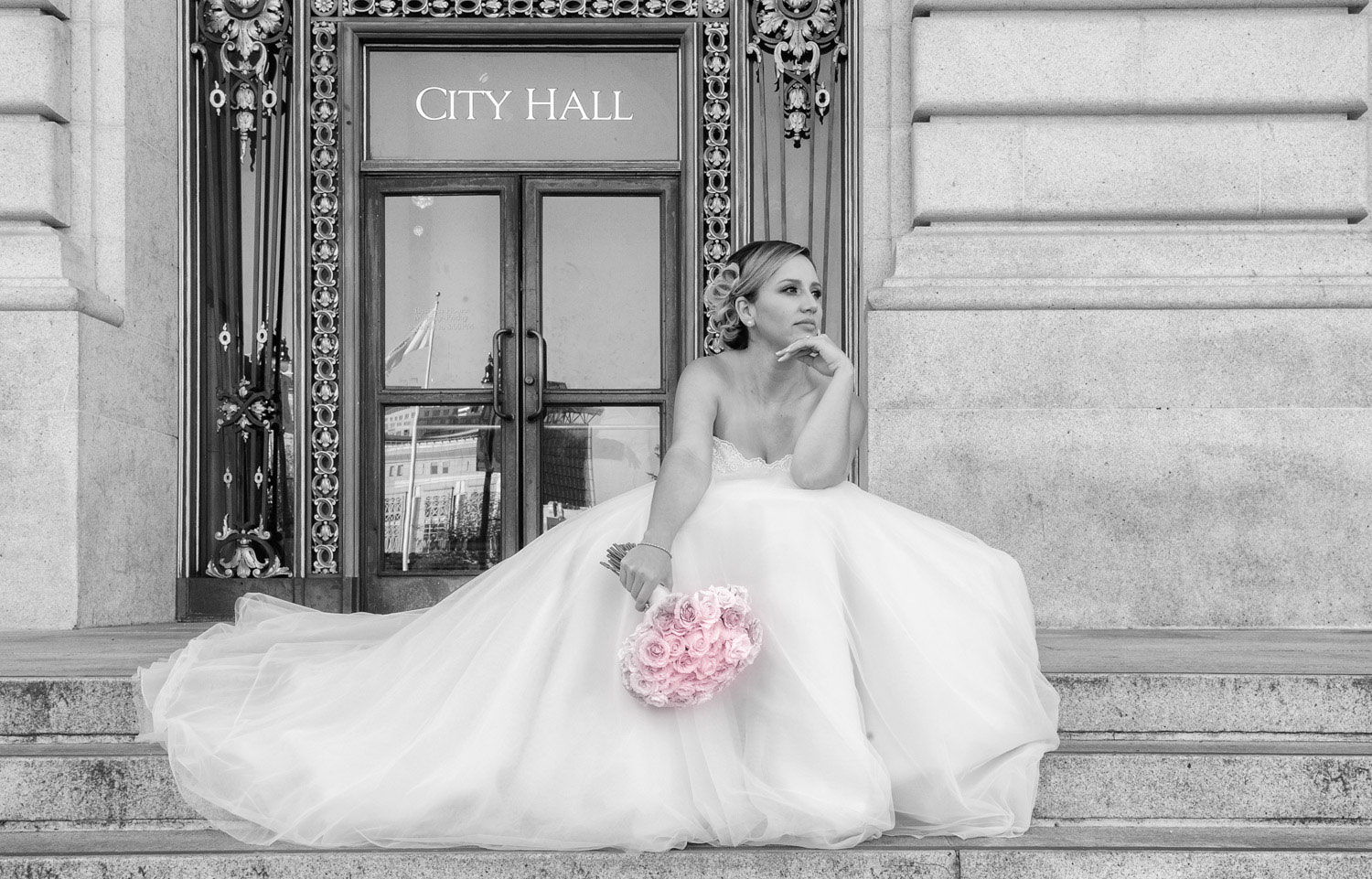 Photography of Bride on steps at the San Francisco Courthouse